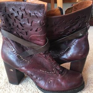 Super cute burgundy etched leather boots
